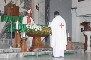 ekonom dihadapan uskup